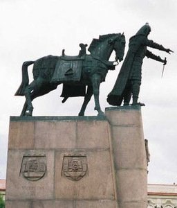 Vytautas Kašuba's monument for Duke Gediminas in Vilnius, at the Cathedral Square, Photo from wikipedia.org