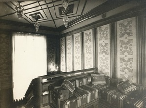 Walls decorated with linen fabric with golden-colored silk tulips in mahogany frames. Vailokaičiai house staircase, 1933 Kaunas. Photo from KVB RS