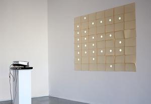 """S. Paliukas.  """"Perforacija"""", 2014. Video instaliacija. Iš personalinės parodos """"Daugtaškiai"""", galerija """"Post"""""""